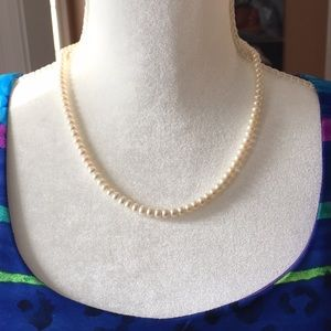 Jewelry - Pearl necklace with gold filigree clasp
